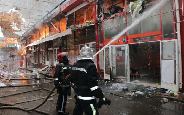 СРОЧНО !!! В Харькове горит рынок! Товары, конструкции все в огне! Такой масштаб трудно даже представить!