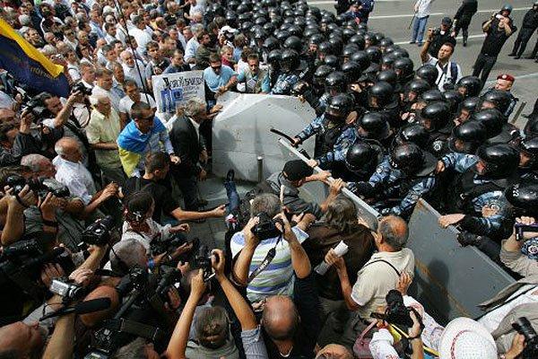 СРОЧНО!!! Митингующие перекрыли дороги и начали бессрочную забастовку. Что же там творится… (ВИДЕО)