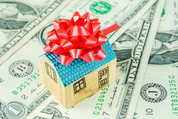 «Всем бы такую жену»: Налоговик получил в подарок от благоверной почти 2 млн гривен !!! Откуда такие деньги?