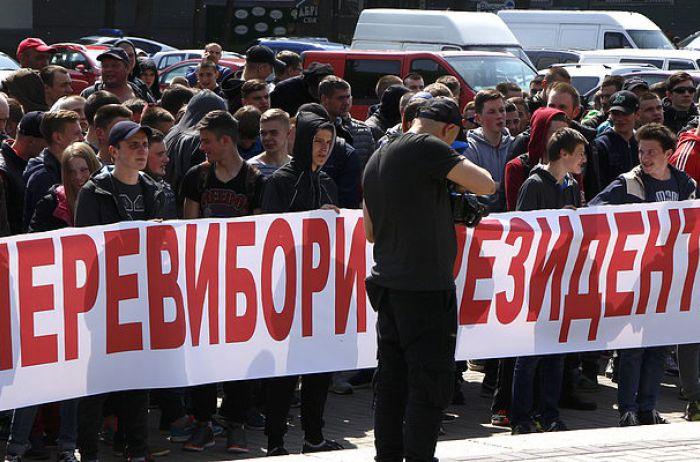СРОЧНО! Что происходит в Ровно? Сотни людей заблокировали ОГА.