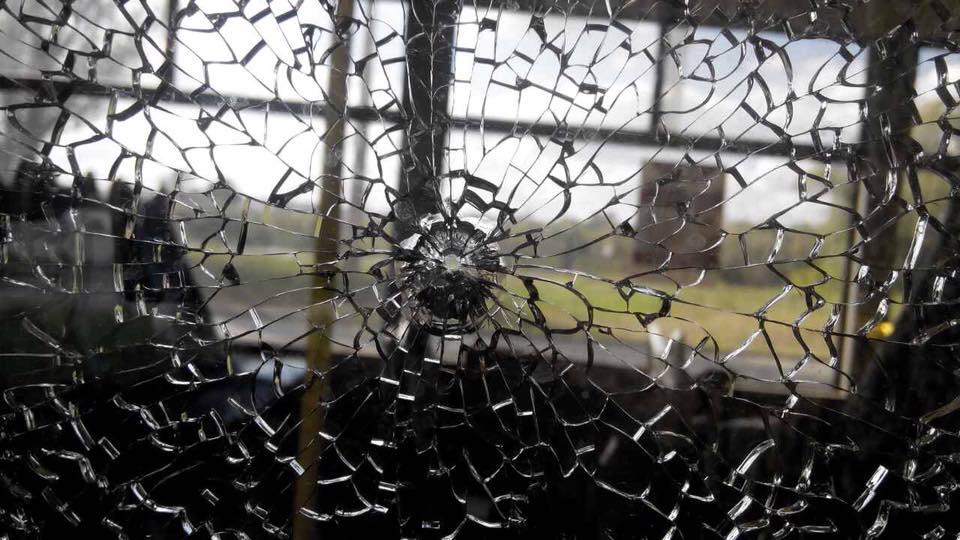 Что творится в этой стране? Ужасный обстрел троллейбуса. От фото в жилах стынет кровь! Не для слабонервных!