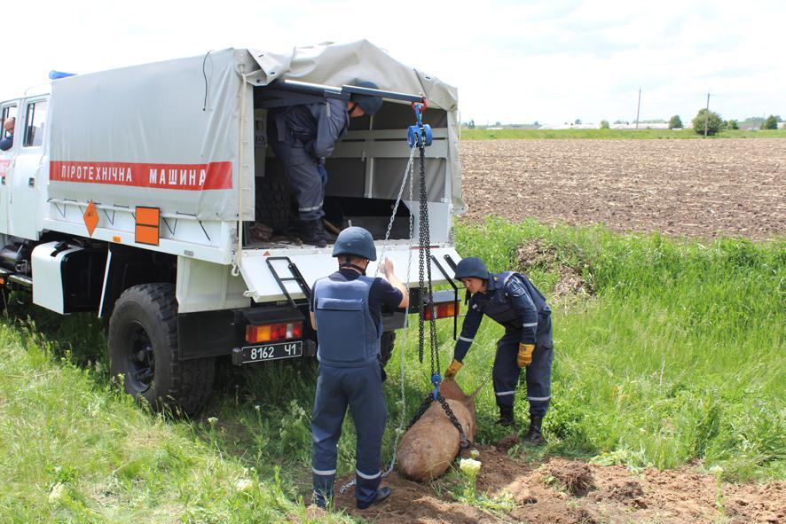 Какое же несчастье могло случиться? Неподалеку от велиого города нашли Немецкую авиационную бомбу в четверть тонны (ФОТО+ВИДЕО)