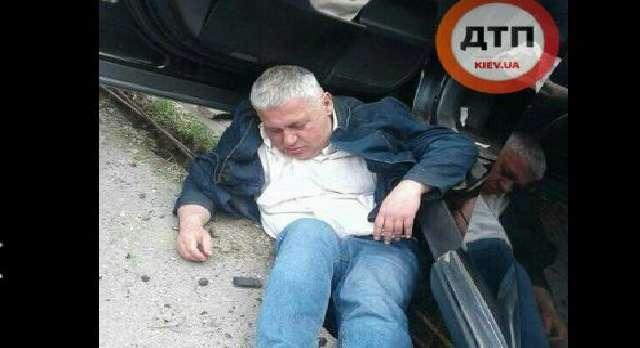 Немного перебрал… В Киеве «поймали» пьянезного профессора академии МВД, который просто вывалился со своего Lexus