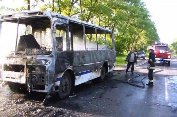 Он обгорел полностью!!! На Львовском шоссе загорелся автобус, водитель в тяжелом состоянии