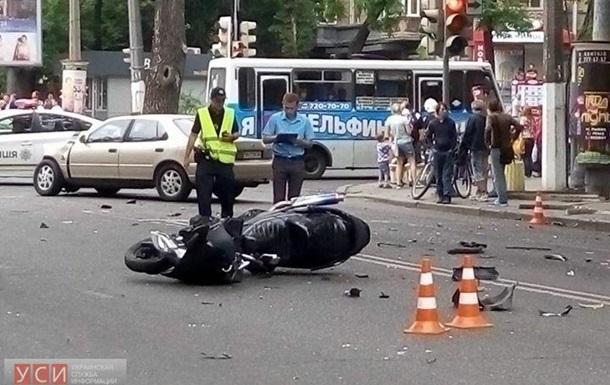 Он его переехал!!! В Днепре произошло страшное ДТП с участием мотоциклиста