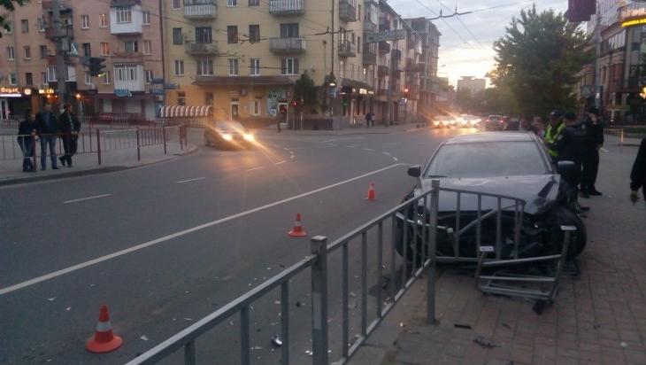 Пьяное ДТП в центре города устроил сын известного политика (ФОТО+ВИДЕО)