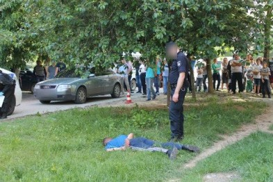 Украинский супер-герой: Полицейский получил пулю в голову, но все равно задержал грабителя (ФОТО)
