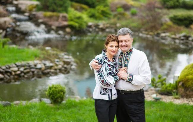 Поведение Порошенко с женой на «Книжном арсенале» вызвала бурю эмоций. Что же такого сделал президент?
