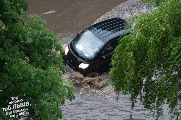 «Мусорные реки»: То что натворила непогода во Львове доведет вас до истерики. Такой культурная столица Украины не была!