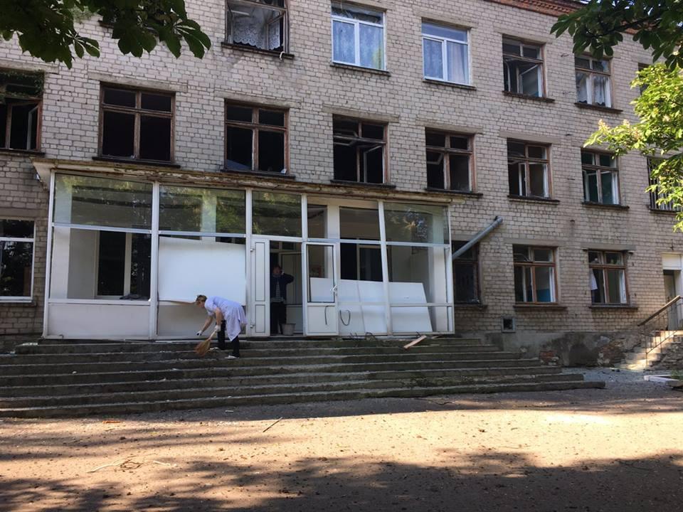 Нелюди!!! Террористы в День последнего звонка расстреляли школу с «Градов»