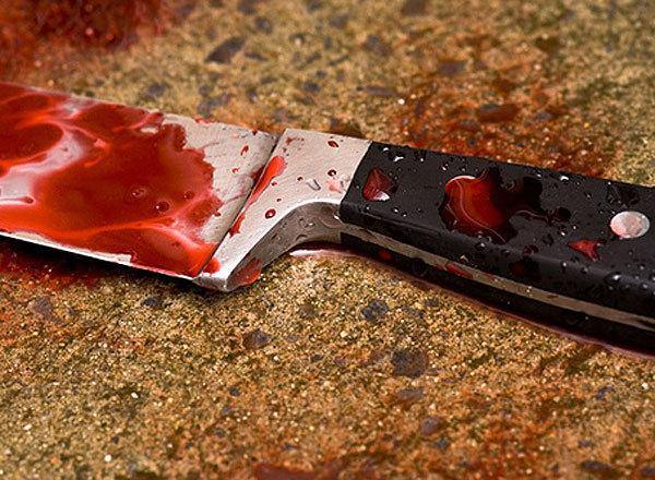 В жилах стынет кровь: В Балаклее один человек поучил другой учтивости с помощью ножа