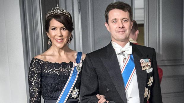 Это просто невероятно!!! Принцесса Дании засветилась в роскошной вышиванке, ТАКОЙ вы еще точно не видели