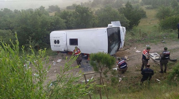 СРОЧНО!!! Перевернулся пассажирский автобус! Восемь человек погибли, десяток раненых! Действительно страшно!(ФОТО+ВИДЕО)