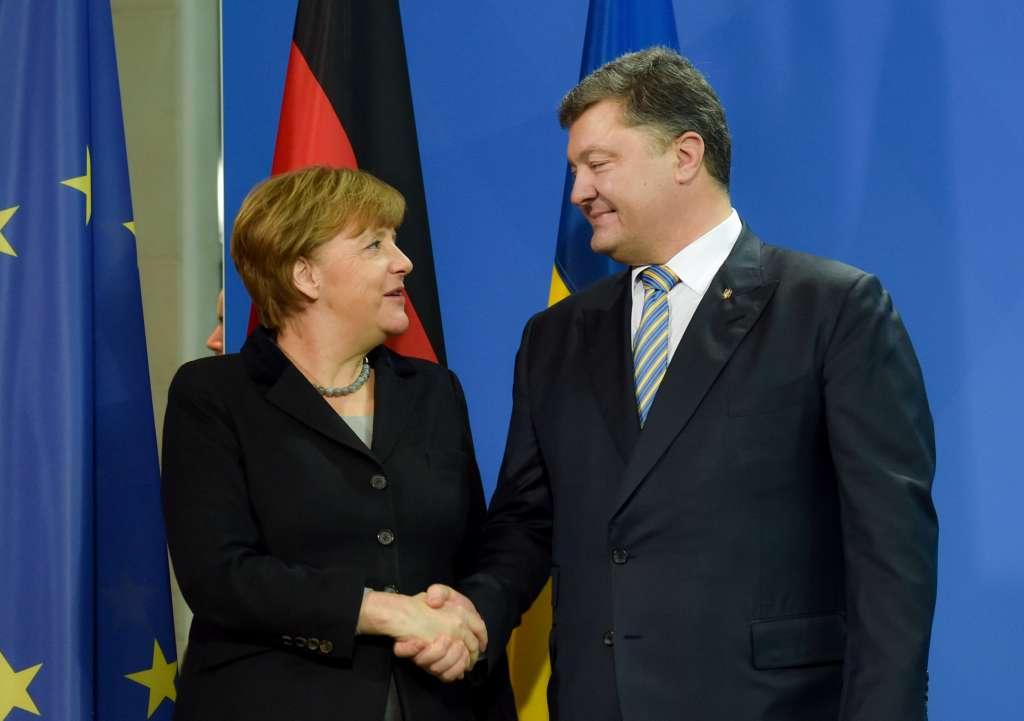 Держитесь крепче: Меркель и Порошенко планируют встречу! О чем же они будут говорить?