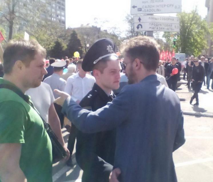 Там такое творится… В Днепре произошла жестокая стычка между двумя демонстрациями (фото не для слабонервных)
