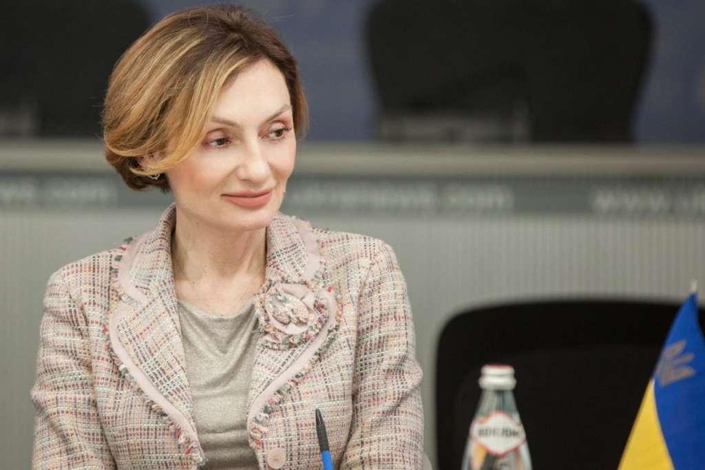 Без страха и стыда: Заместитель председателя Национального банка Екатерина Рожкова задекларировала подарок за 140 тыс. гривен! Детали доводят до истерики!