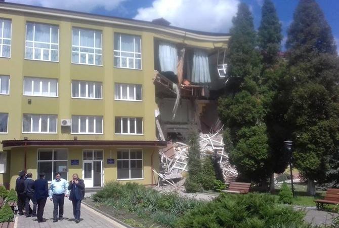 ЭТО ШОК! На Франковщине страшная катастрофа! Колледж завалился прямо во время уроков (ВИДЕО)