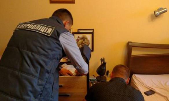 СРОЧНО !!! Известного государственного служащего поймали на распространенные ДЕТСКОЙ порнографии! Украинцы этого не простят! Шокирующие ФОТО!