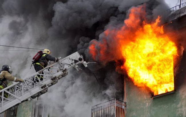 Там ад!!! В Киеве произошел страшный пожар, который разрушил все помещение, потери трудно оценить