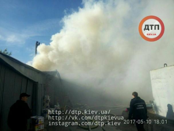 СРОЧНО!!! В Киеве горит рынок! Весь город в дыму, на месте десятки техники! Шокирующие фото!