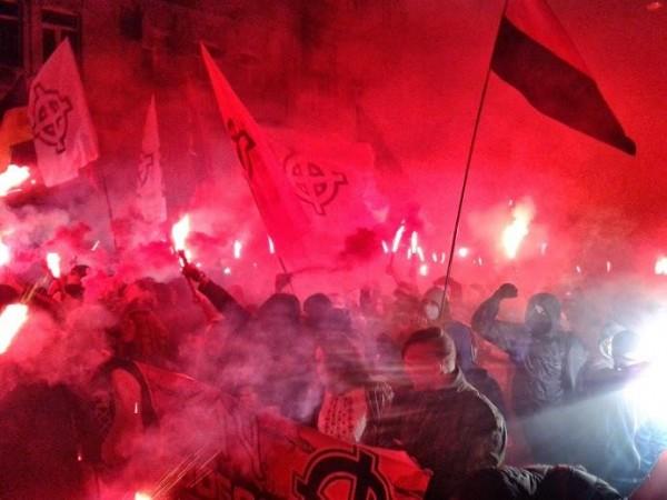 Во Львове задержана группа лиц за нацистские лозунги и «зиги»