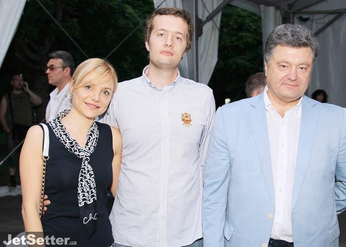 Что творится в семье Порошенко? Футболка сына, еще цветочки в сравнении с паспортом невестки! Слова, которые потрясли всю Украину!(ФОТО)