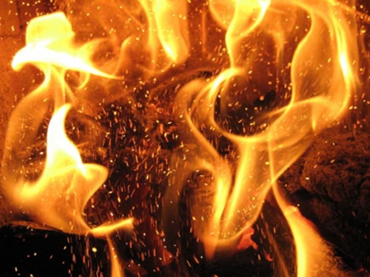 ЛЮДЕЙ ЭВАКУИРУЮТ: В Полтаве массово горит мусор