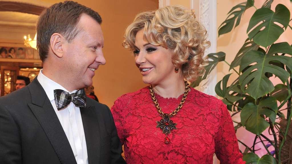 Похудевшая и стильная: жена убитого Вороненкова посетила Евровидение в микроплатье и удивила всех своим видом