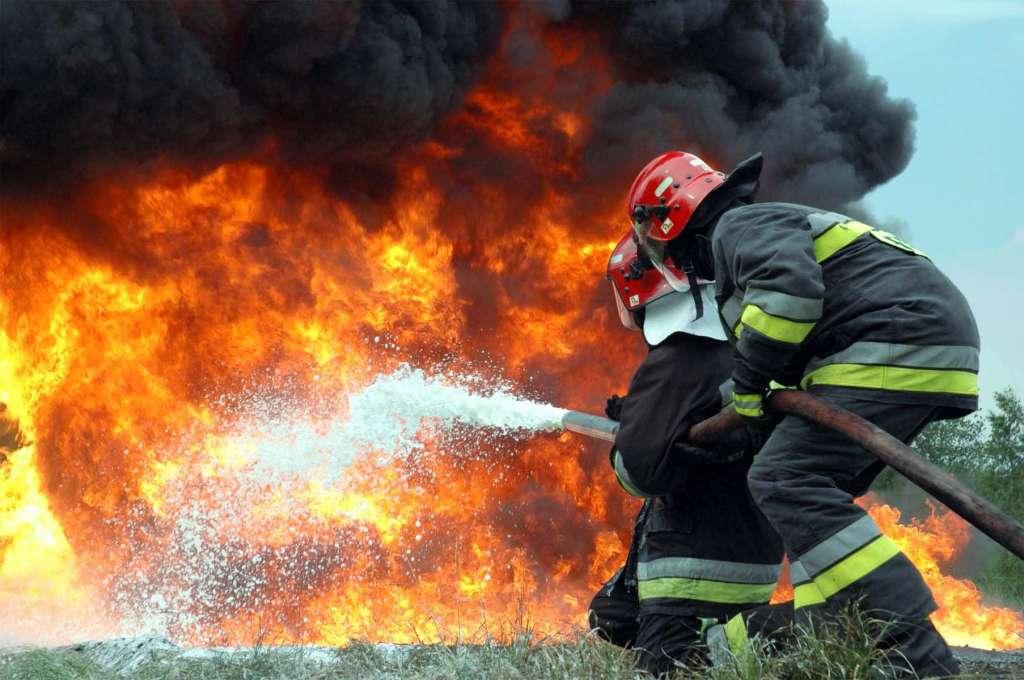 Под Киевом вспыхнул масштабный пожар. Столб черного дыма охватил большую территорию!