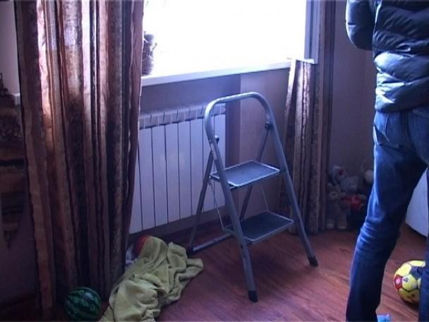Куда этот мир катится? Горе-мать выбросила 12-летнюю дочь из окна 9 этажа (ФОТО)