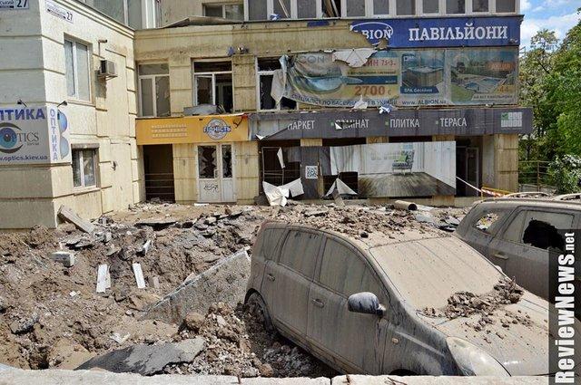СРОЧНО! Страшная катастрофа посреди Киева. Прорвало большую трубу, фонтан воды достиг седьмого этажа