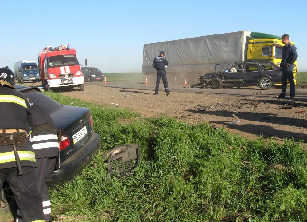 Появились фото страшной трагедии на дороге! Это зрелище не для слабаков! Детали додводять до истерики!
