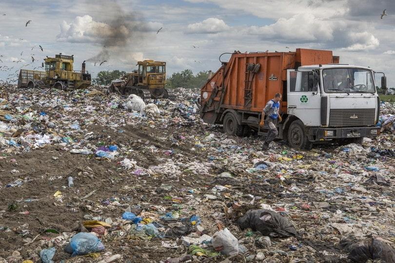 КОШМАР! Люди в панике! Метановая опасность угрожает жизни населению из-за мусора (ВИДЕО)