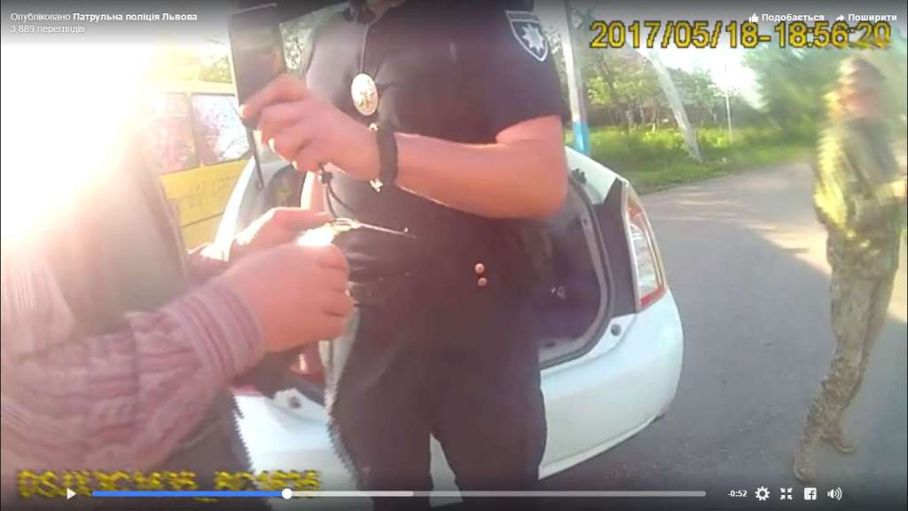 ВИДЕО задержания пьяного водителя, который вез в школу более 20 учеников! Глаза лезут на лоб от увиденного!