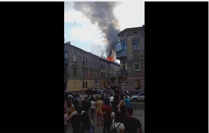 Во Львове случился жуткий пожар: опубликовано впечатляющее видео