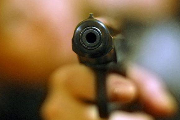 Среди белого дня..: Злоумышленники обстреляли супермаркет