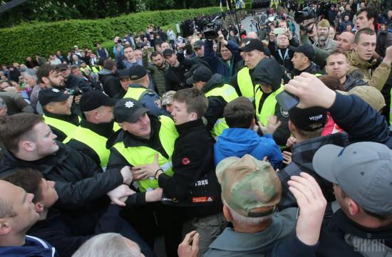 Аваков уволил руководителей полиции Днепра и области после драки между «титушками» и ветеранами АТО