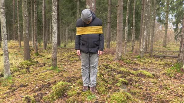 Страшная смерть: Мужчину привязали к дереву и сожгли