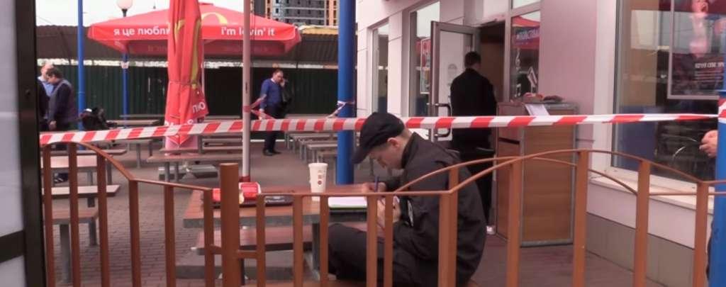 ВНИМАНИЕ!!! Появилось видео, как посетитель mcdonald's в Киеве убил мужчину одним ударом