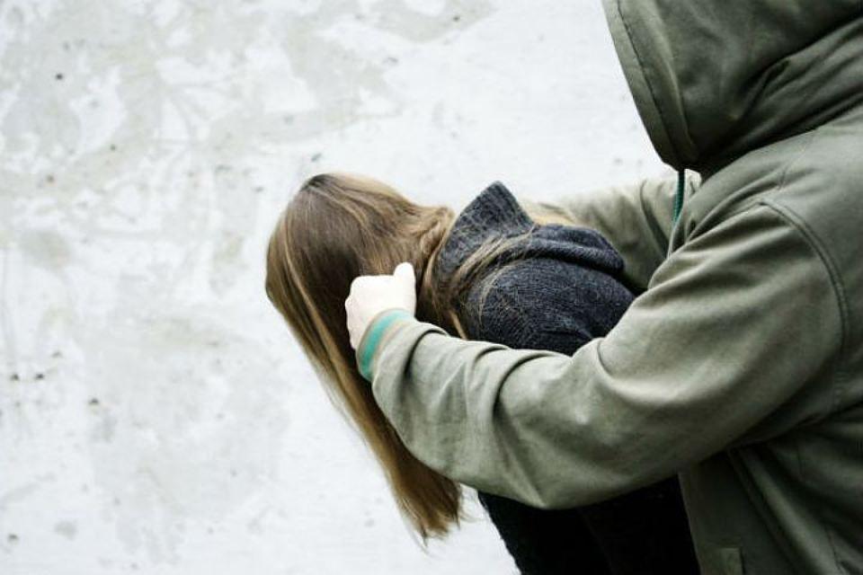 Будьте осторожны!!! В Ровно мужчина жестоко надругался и избил девушку возле ночного клуба