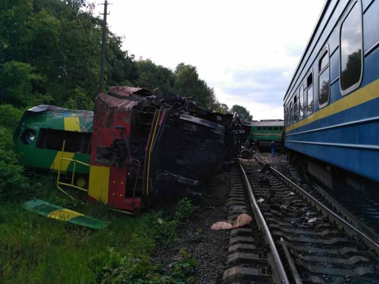 СРОЧНО!!! Столкнулись пассажирский поезд с детьми и локомотив! Шокирующие кадры!
