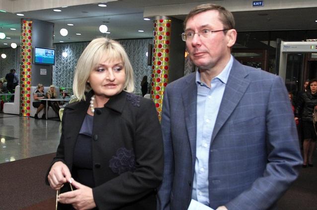 «Жить по-новому»: жена Луценко купила шикарное авто за нереальную сумму. Откуда такие деньги?