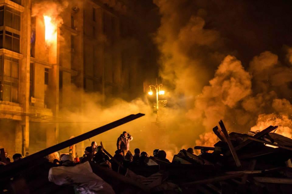 СРОЧНО!!! Дом экс-президента сожгли разъяренные протестующие!!! Народ возмущен(ФОТО)