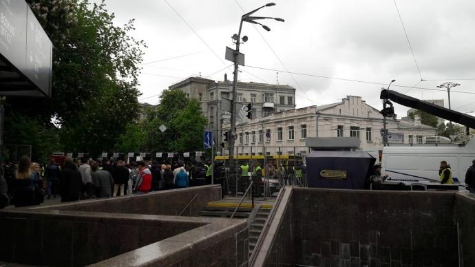 СРОЧНО: В Киеве перекрывают улицы и активизируют войска! Президент едет на место события! ЧТО ТАМ ТВОРИТСЯ?(ФОТО+ВИДЕО)