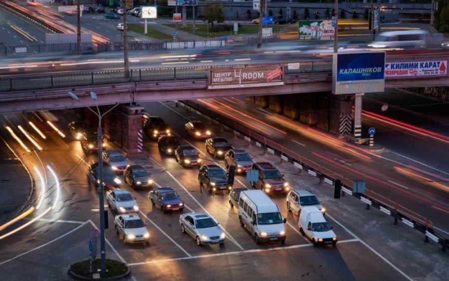 В Киеве произошло ЧП с еще одним мостом (видео)