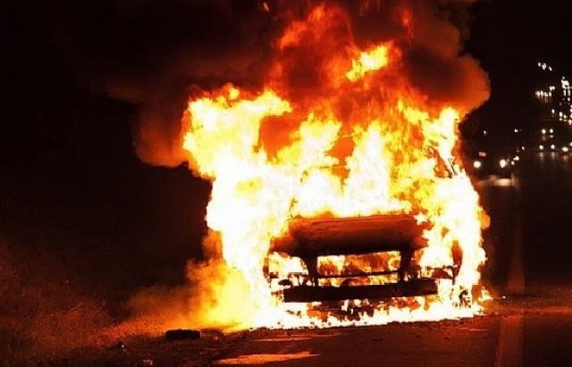 Это просто ужас!!! Под Львовом сожгли машины известному чиновнику и его жене