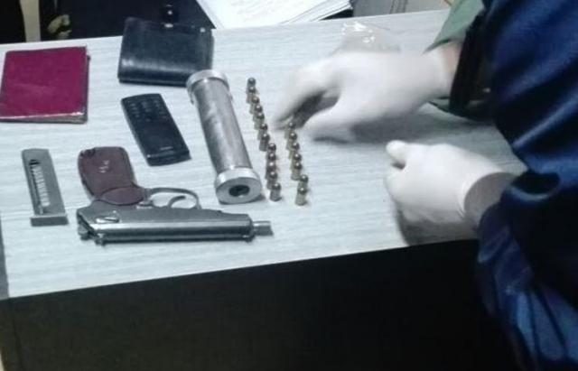 Силовики задержали при въезде на Закарпатье мужчину с арсеналом киллера (ФОТО)