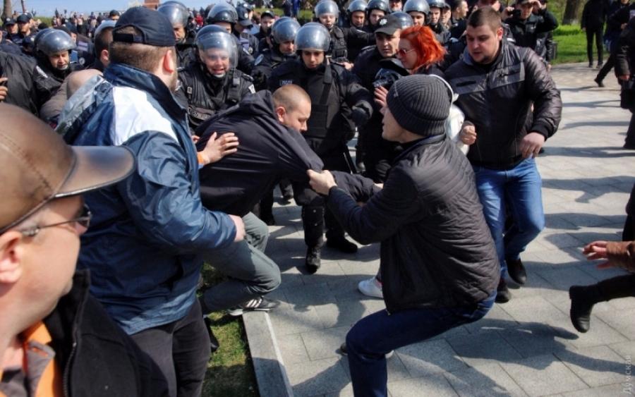 СРОЧНО!!! В Одессе произошла жестокая потасовка, пришлось вызывать спецназ