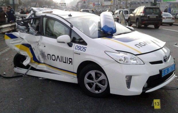 СРОЧНО! Такого шокирующего ДТП Украина еще не видела! Столкнулись три патрульные машины. Детали шокируют (ФОТО)