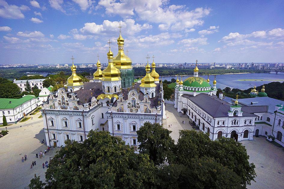 Потому что крещен не в той церкви: произошел потрясный скандал с известным спортсменом в Киево-Печерской Лавре. Что там творилось?
